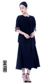 黑色上衣与裙子套装禅修服