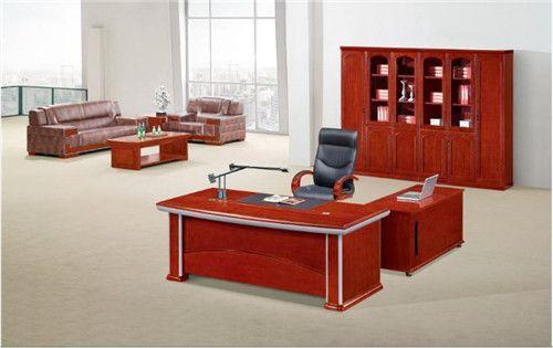 红色油漆办公家具