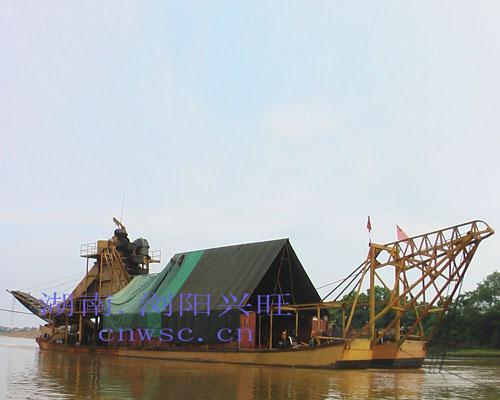大型淘金船