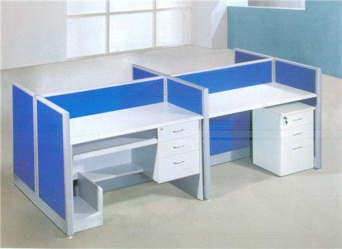 蓝色办公桌