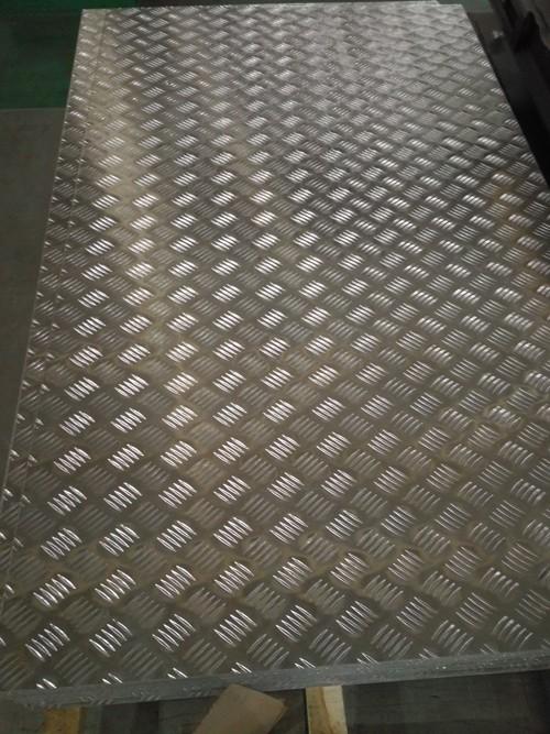 大五条筋花纹铝板.jpg